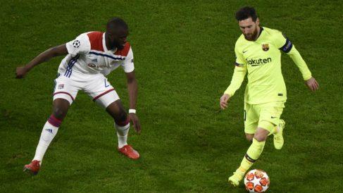Leo Messi con el balón