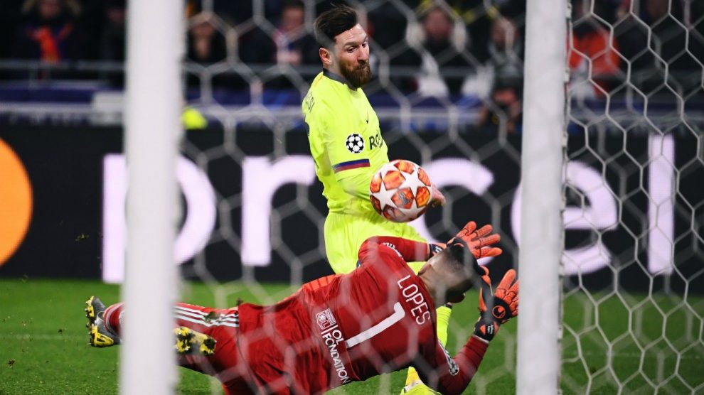 Messi dispara ante Lopes. (AFP)