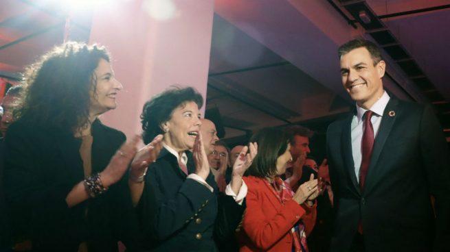 """El PSOE elige el """"Como yo te amo nadie te amará"""" de Rocío Jurado para rendir culto a Sánchez"""