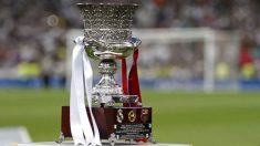 El trofeo de la Supercopa de España.