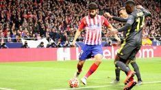 Diego Costa dispara a puerta en el Atlético-Juve. (Foto: Enrique Falcón)