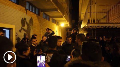 Unos jóvenes de Hortaleza acusan a Errejón de todas las promesas incumplidas de Podemos