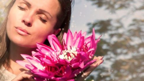 Las mujeres suelen sufrir una alteración de las diferentes hormonas femeninas.
