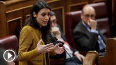 La portavoz de Podemos Irene Montero, durante su intervención en la penúltima sesión de control de la legislatura en el Congreso, con la convocatoria de elecciones anticipadas como eje principal de las preguntas de los líderes de la oposición. Foto: EFE