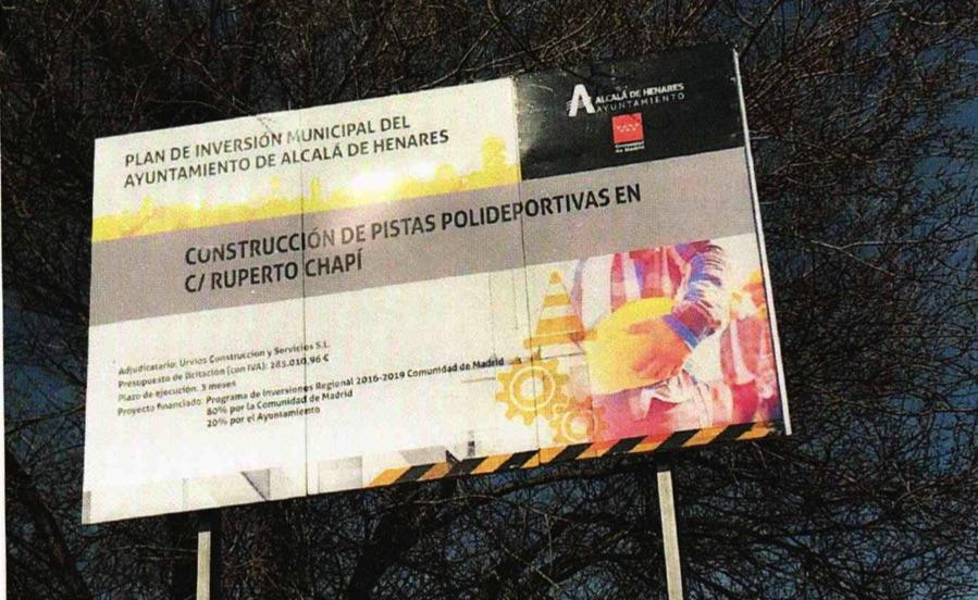 Uno de los carteles del plan de inversión municipal.