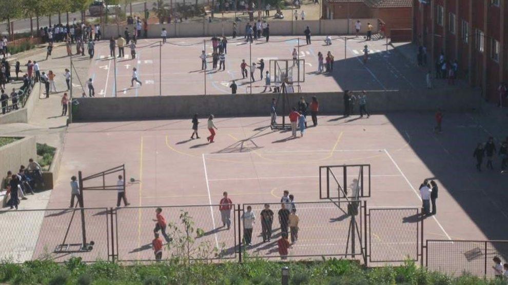 Alumnos de un colegio español juegan en el patio del recreo. Foto: Europa Press