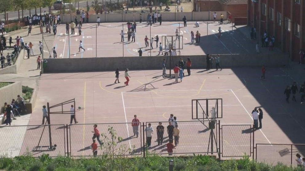 Alumnos de un colegio juegan en el patio del recreo (Foto: Europa Press).