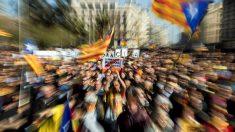 La plaza Universitat de Barcelona es escenario este mediodía de una concentración de miles de soberanistas en apoyo a la jornada de la huelga general convocada por el sindicato independentista Intersindical-CSC para protestar por el juicio del 'procés'. Foto: EFE
