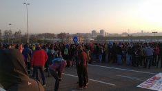 Manifestantes cortan los accesos de entrada y salida del Puerto de Tarragona por la huelga convocada en contra del juicio del procés. Foto: Europa Press