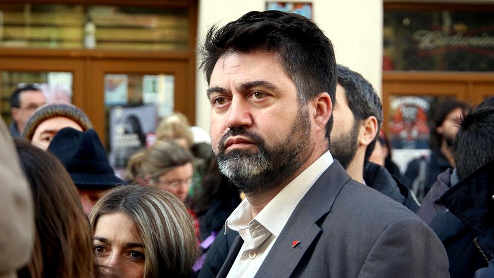 Sánchez Mato, en la concentración contra los desahucios en Argumosa. (Foto: E. Falcón)