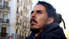 Alberto Rodríguez, en la concentración contra los desahucios en Argumosa. (Foto: E. Falcón)