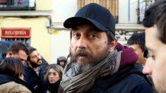 Rafael Mayoral, en la concentración contra los desahucios en Argumosa. (Foto: E. Falcón)