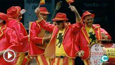 """El grupo 'Los dependentistas' de Sevilla han llegado con su chirigota al Carnaval de Cádiz con un objetivo muy claro: """"españolizar""""."""