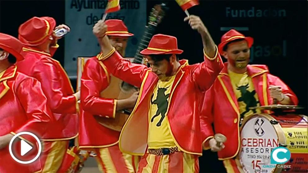 El grupo 'Los dependentistas' de Sevilla han llegado con su chirigota al Carnaval de Cádiz con un objetivo muy claro: «españolizar».
