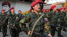 Mujeres soldado que forman parte del ejército de Venezuela forman. Foto: Europa Press