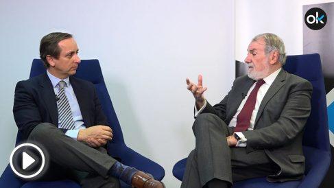Jaime Mayor Oreja con Carlos Cuesta en OKDIARIO.