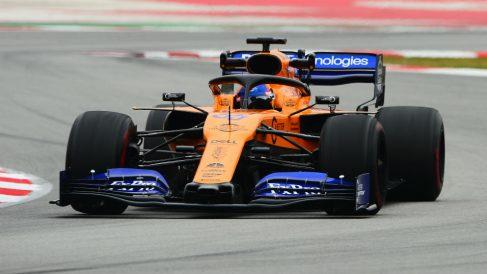 El McLaren de Carlos Sainz rodando por Montmeló. (AFP)