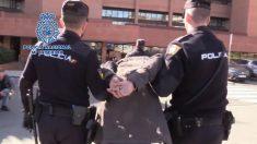 Imagen de archivo de la policía realizando una detención