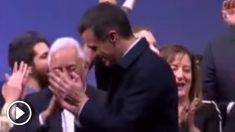 Pedro Sánchez clausura bailando la convención de los socialistas europeos.
