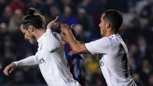 Bale aparta a Lucas y no celebra el gol. (AFP)