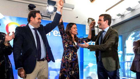 Casado junto al presidente del PP en Castilla-La Mancha, Paco Núñez, y la candidata popular a la Alcaldía de Toledo, Claudia Alonso (Foto: EFE).