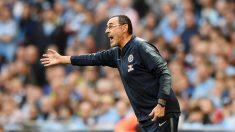 Maurizio Sarri da indicaciones durante el Chelsea – Manchester City de la final de la Carabao Cup. (Getty)