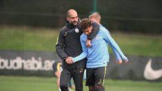 Jadon Sancho, con Guardiola en un entrenamiento.