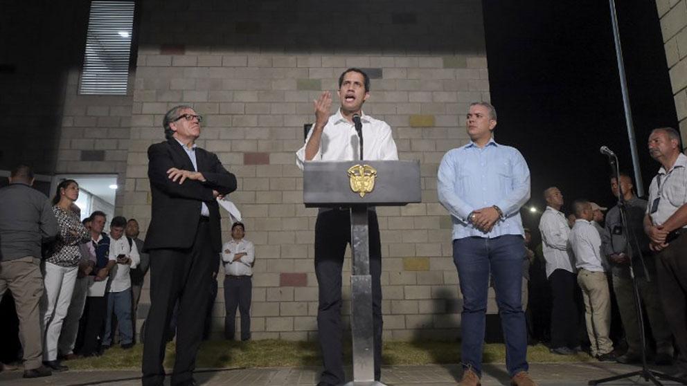 Juan Guaidó junto a Luis Almagro y el presidente de Colombia Iván Duque. Foto: AFP
