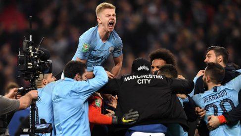 Los jugadores del Manchester City celebran la conquista de la Carabao Cup. (Getty)