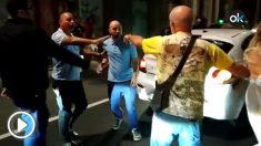 Un taxista agrede e insulta a un cliente por subirse al vehículo con un niño de tres años que puso los pies encima de los asientos.
