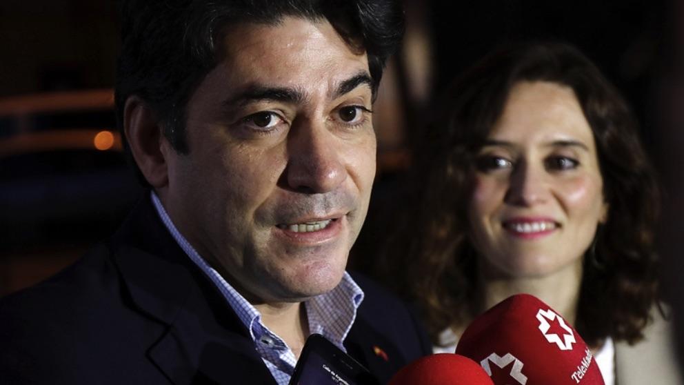 David Perez e Isabel Díaz Ayuso. (Foto. PP Madrid)