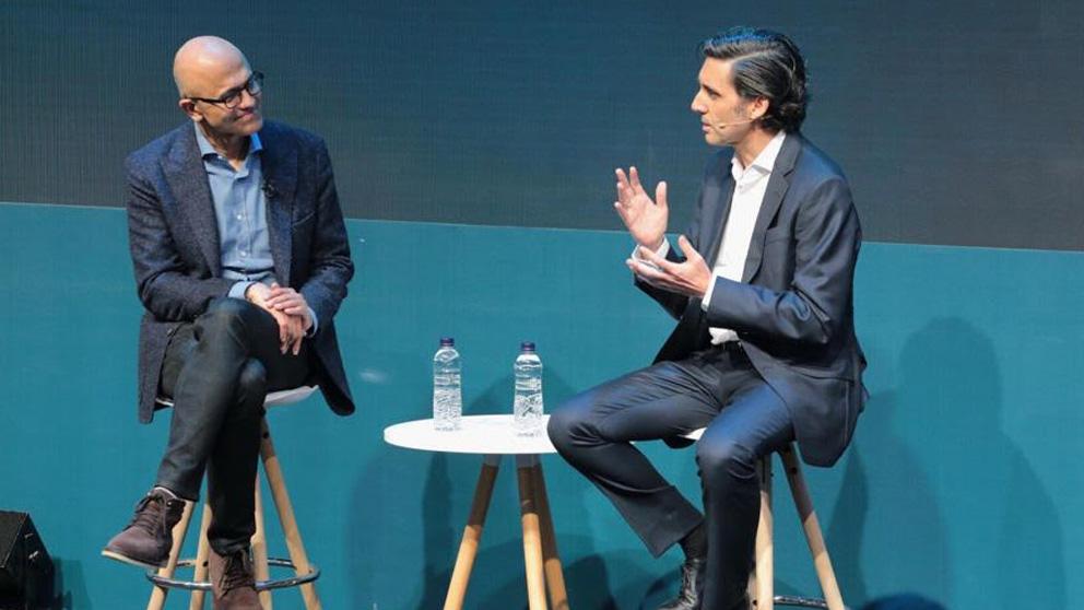 José María Álvarez Pallete (izq.), presidente de Telefónica, con el consejero delegado de Microsoft, Satya Nadella.