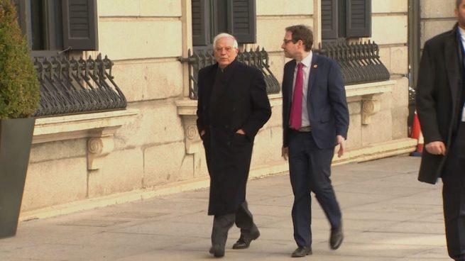 Borrell abre su campaña con una conferencia en Ginebra para explicar que España «no es un caso raro»
