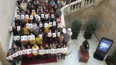 Trabajadores y diputados del Parlament protestan por el encarcelamiento de Forcadell. Foto: Europa Press