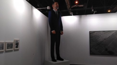 Obra 'Ninot' en ARCO de Eugenio Merino y Santiago Sierra. (Foto. Europa Press)