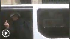 Un agente, desde un furgón policial, el pasado 21 de diciembre.
