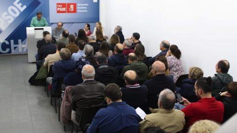 Pepu Hernández en la reunión con secretarios locales.