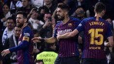 Luis Suárez celebra uno de sus tres goles en el Bernabéu. (AFP)