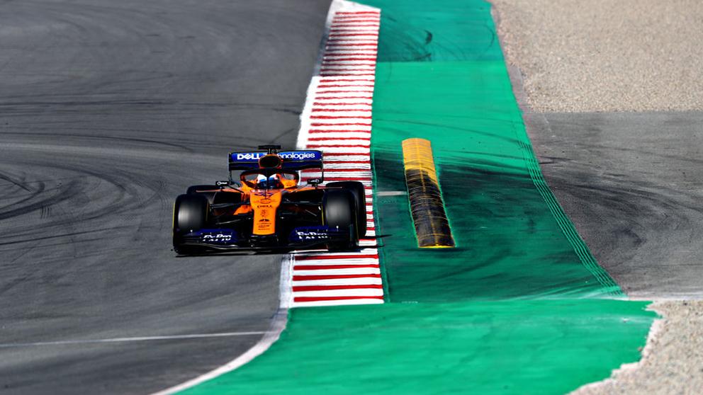 Carlos Sainz, durante uno de sus test en Montmeló a los mandos de su McLaren. (Getty)
