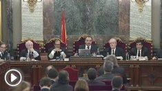 Imagen del tribunal del juicio del 1-O, encabezado por el juez Manuel Marchena, durante la declaración de Joan Tardà