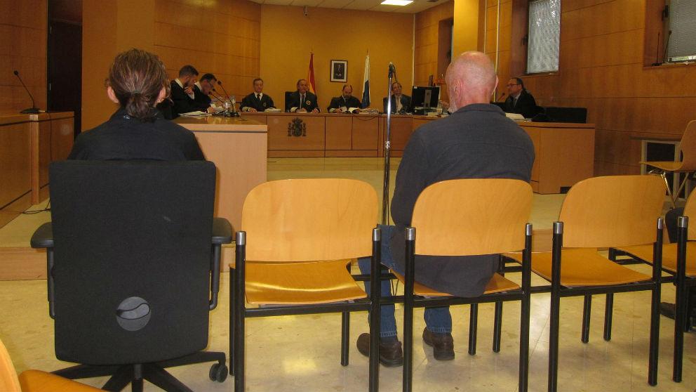 Miguel Ángel Millán, de espaldas en el juicio.