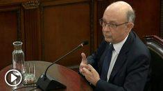 Imagen de la señal institucional del Tribunal Supremo del exministro de Hacienda Cristóbal Montoro declarando esta tarde como testigo en el juicio del «procés». EFE/Tribunal Supremo