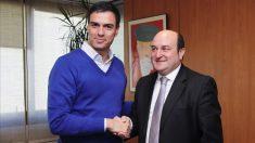 Reunión de Pedro Sánchez con Andoni Ortuzar e Idoia Mendia. (Foto. PSOE)