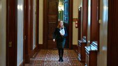Ana Pastor en los pasillos del Congreso de los Diputados de España. Foto: Europa Press