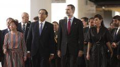 Los Reyes Felipe VI y Letizia acompañan al presidente de Perú, Martín Vizcarra, y su mujer en la inauguración de la feria de arte moderno ARCOmadrid. Foto: Europa Press