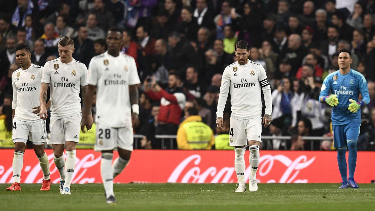 Los jugadores del Real Madrid tras encajar uno de los goles del Barcelona (AFP).