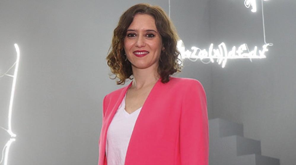 Isabel Díaz Ayuso visitando Arco. (Foto. PP de Madrid)