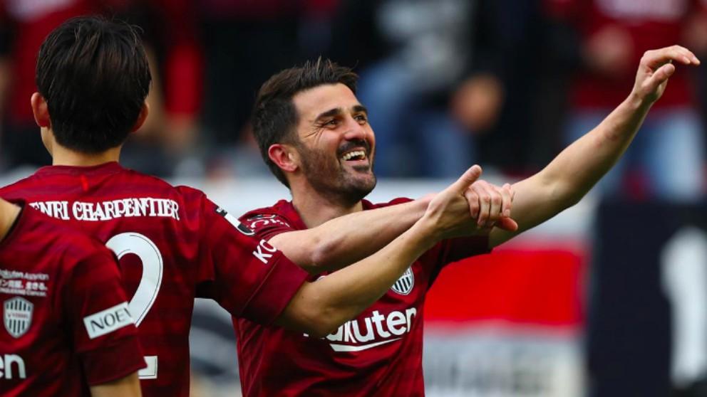 Villa celebra su primer gol con el Vissel Kobe.