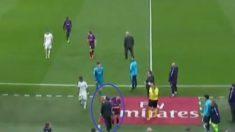 Momento en el que Jordi Alba empuja a Chendo. (GolTV)