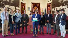 El alcalde de Galapagar, Daniel Pérez Muñoz, con los miembros de su equipo de gobierno.